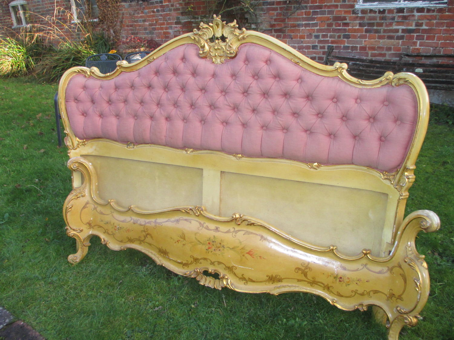 King size painted Venetian bed