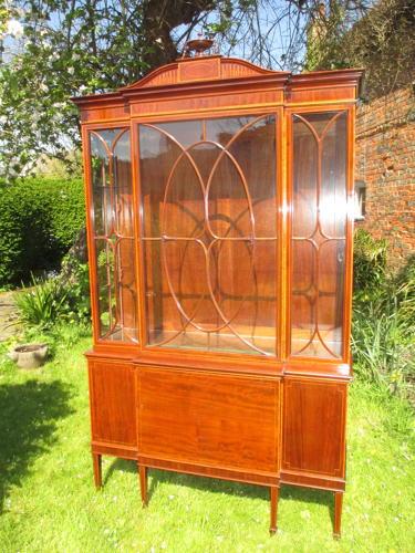 Fine quality mahogany cabinet