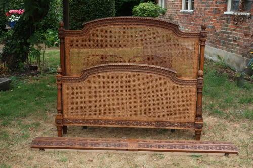 Kingsize caned bed