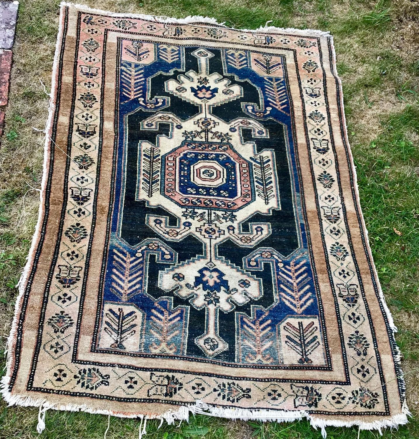 Beautiful Hand-made Persian Wool Rug