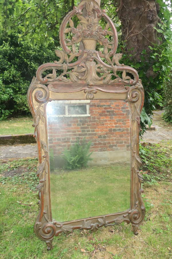 18th Century carved gilt mirror