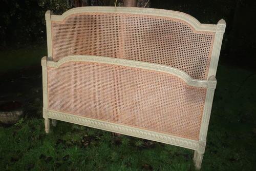 Kingsize cane bed