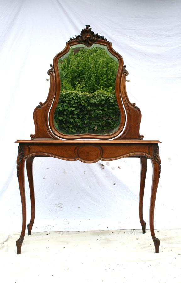 Pretty french dressing table