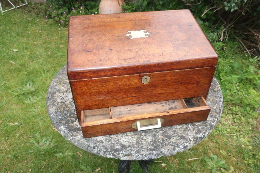 Oak stationary box