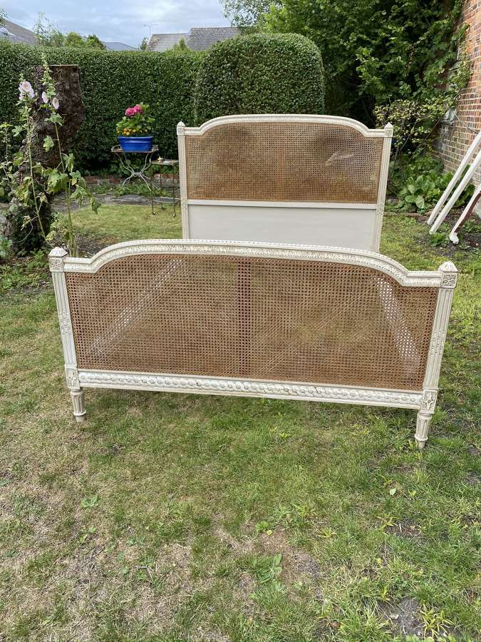 Kingsize caned bed