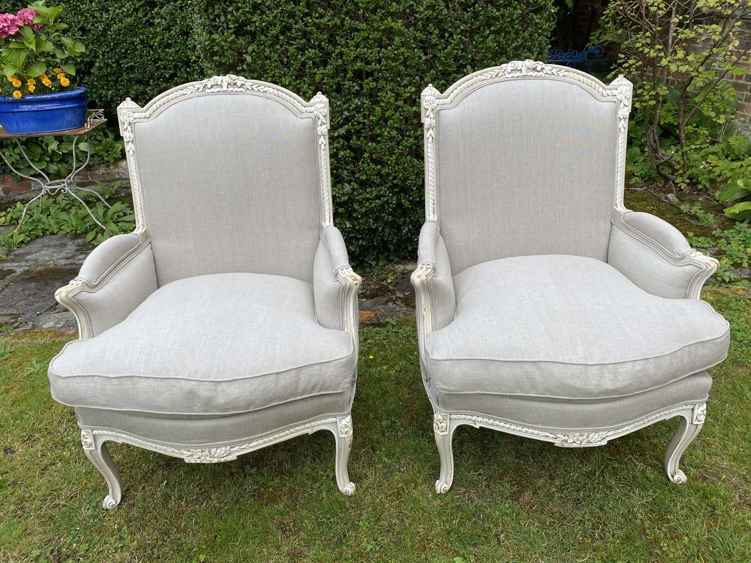 Large pair of armchairs in linen