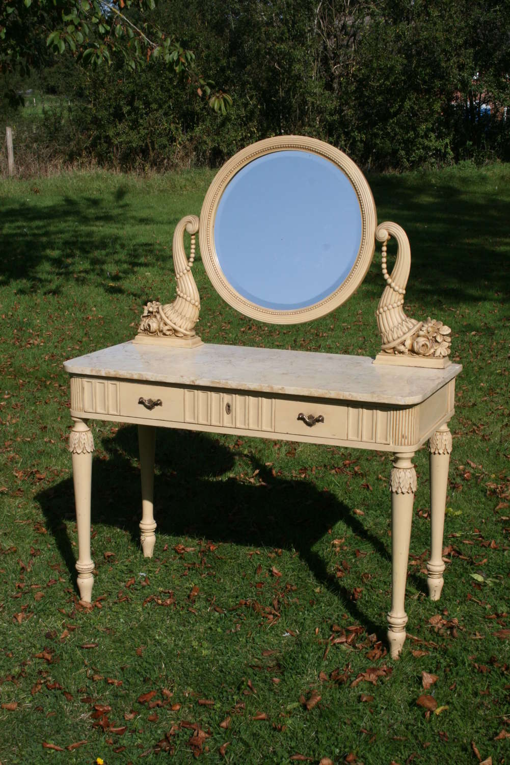 Very pretty Italian dressing table