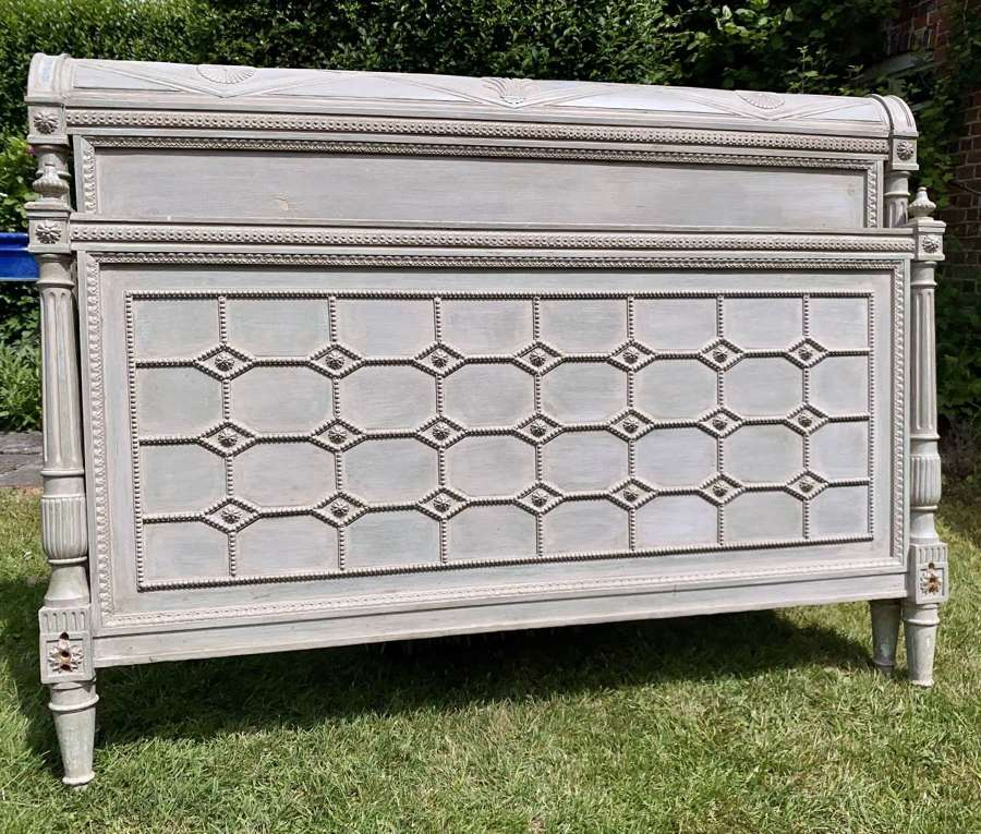 Kingsize painted bed in Directoire style