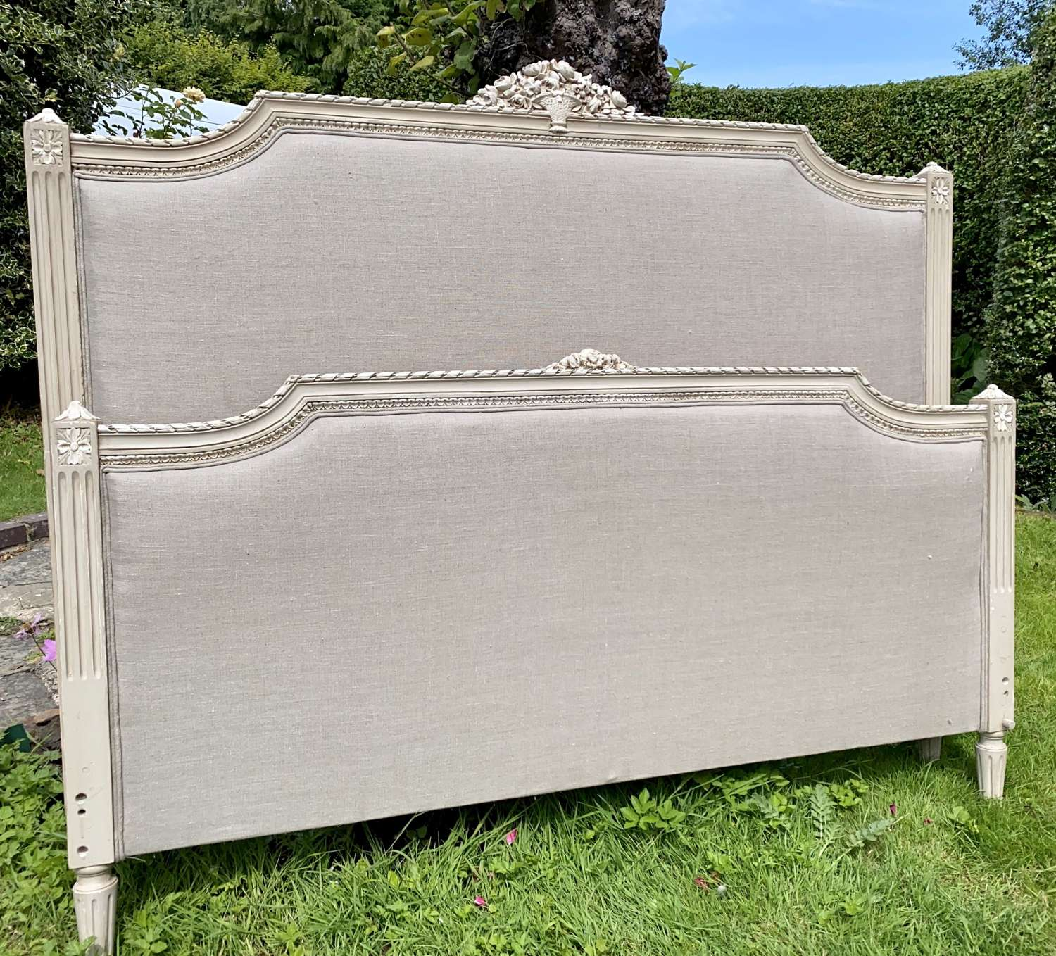 Kingsize painted French bed